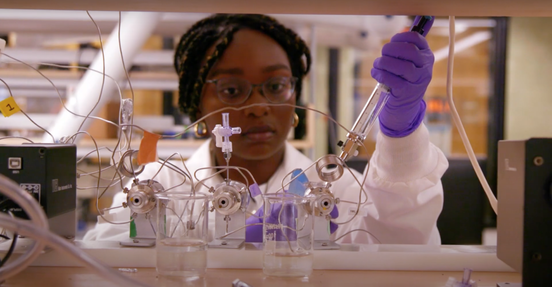 Black woman working in the lab